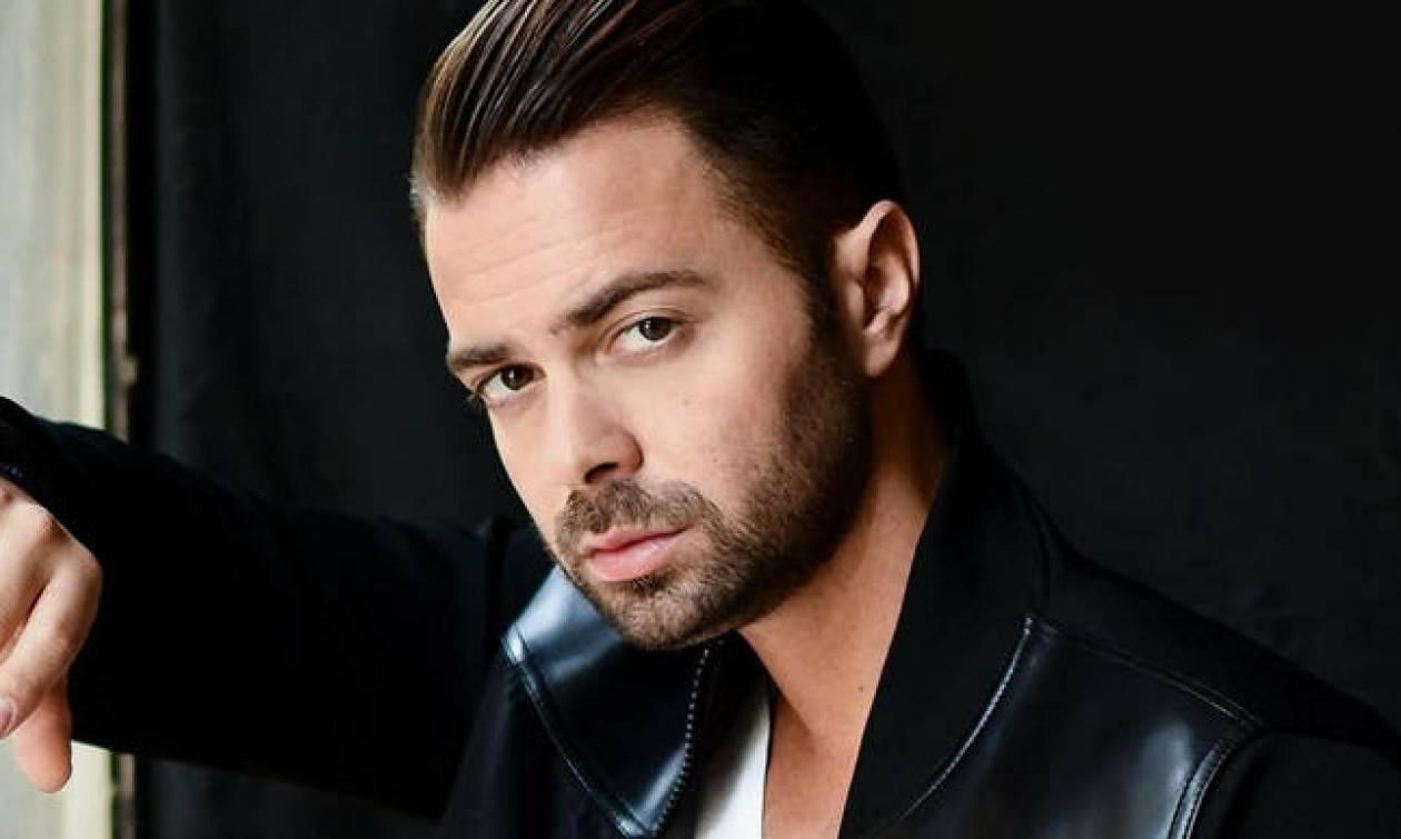 Ο Ηλίας Βρεττός, παρουσιάζει το νέου του single με τίτλο «Τον άνθρωπο τον λάθος»!