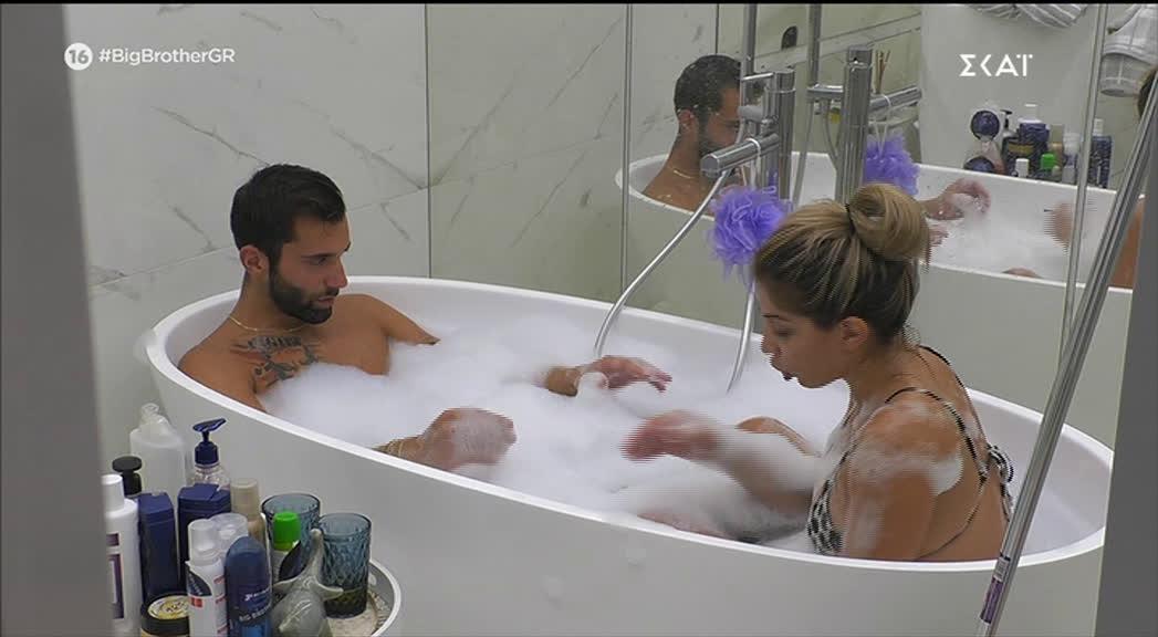 Big Brother: Σοφία και Δημήτρης σε τρυφερές στιγμές μέσα στη μπανιέρα (photos)