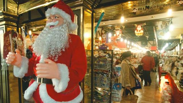 Ξεχάστε τα ρεβεγιόν! Χριστούγεννα και Πρωτοχρονιά σπίτια μας με απαγόρευση μετακινήσεων