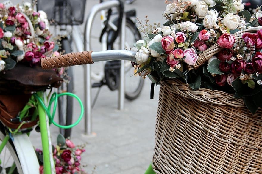 Απούλητα λουλούδια, τα πετάνε οι ανθοπαραγωγοί γιατί έκλεισε η λιανική